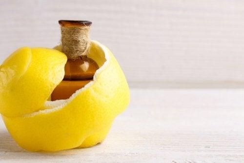 Remédio com limão para aliviar a dor articular e as câimbras