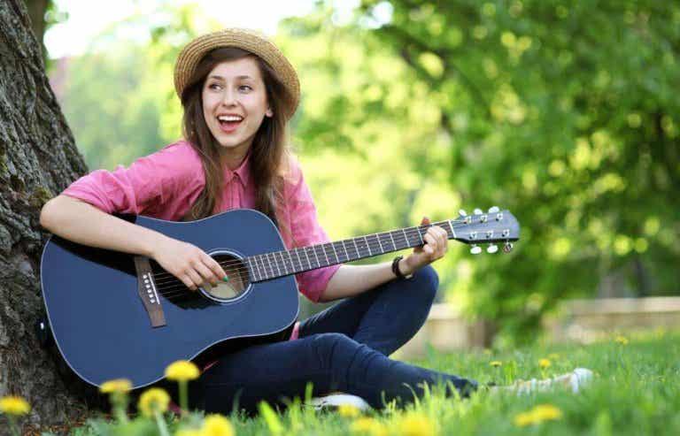 5 benefícios de aprender a tocar um instrumento musical