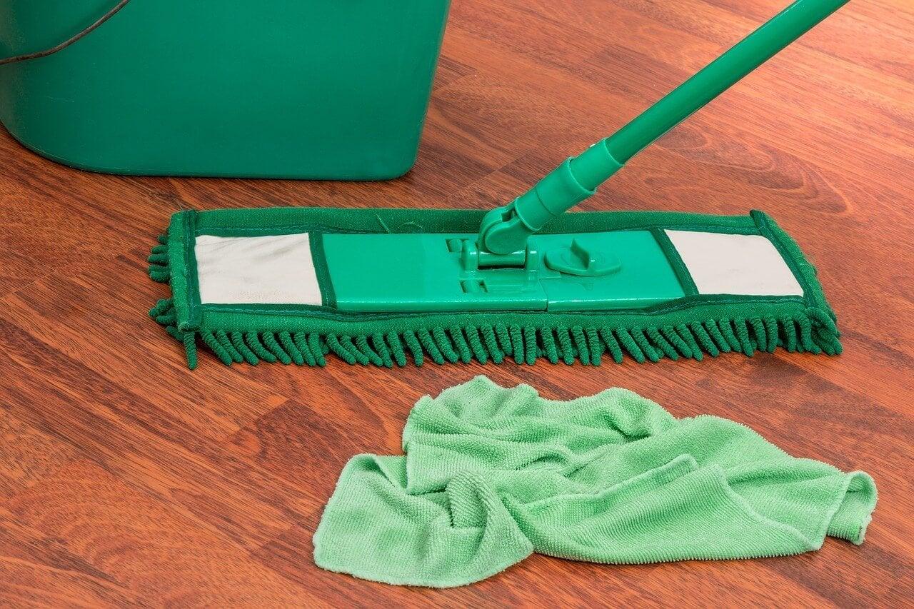 Como preparar um limpador cítrico para o piso