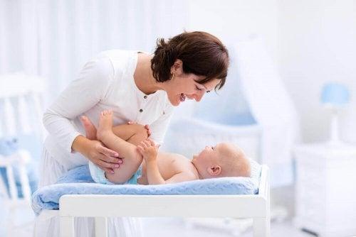 Abaixar a pele do pênis dos bebês: sim ou não?