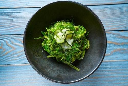Receitas com algas: algas com pepino