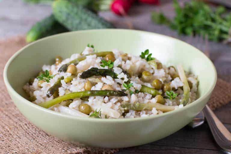 Arroz com verduras e chia: pobre em calorias e colesterol