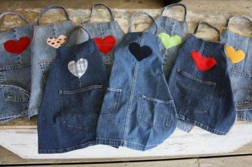 Ao reciclar calças jeans, pode fazer aventais