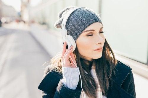 Descubra os danos da má utilização de fones de ouvido