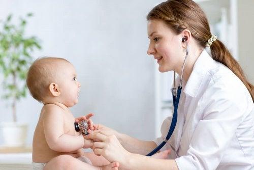 A icterícia em bebês deve ser controlada pelo médico