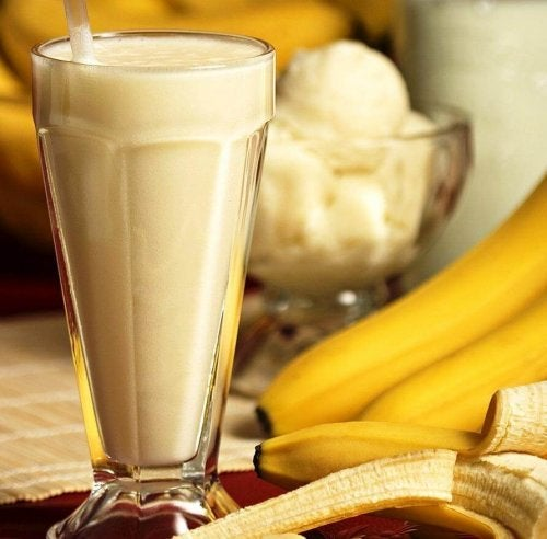 Bebida com proteínas à base de aveia, ovo e banana