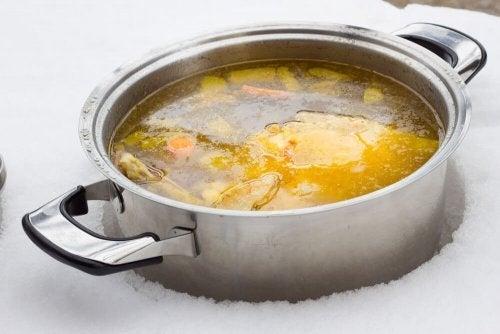 2 maneiras de preparar um caldo pobre em gorduras