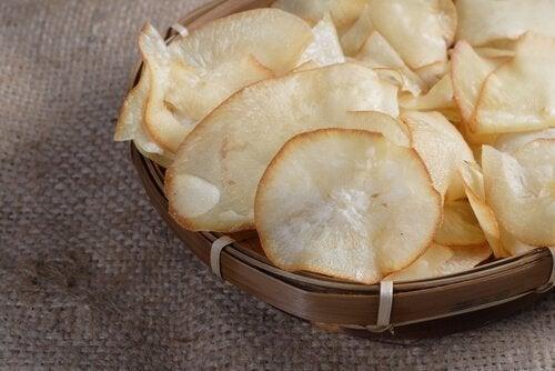 Chips de vegetais com mandioca