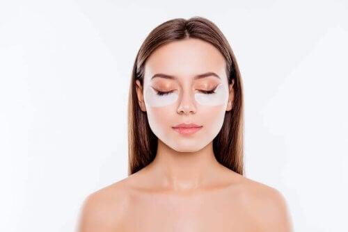 Truques de maquiagem para cobrir as olheiras