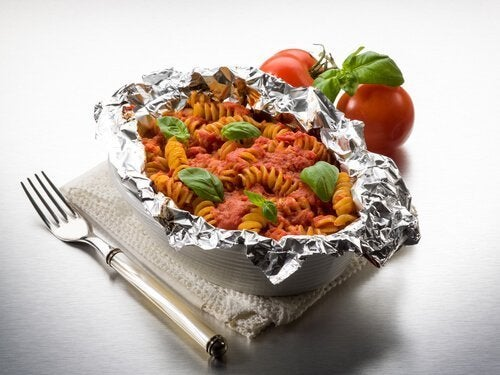 Papel alumínio para conservar o calor das comidas