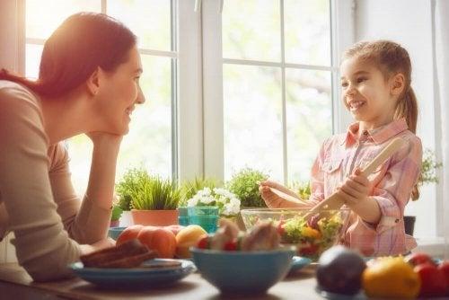 Uma forma de dizer ao seu filho que o ama é comendo em familia