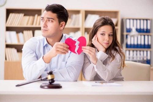 Coração partido simbolizando o término da relação