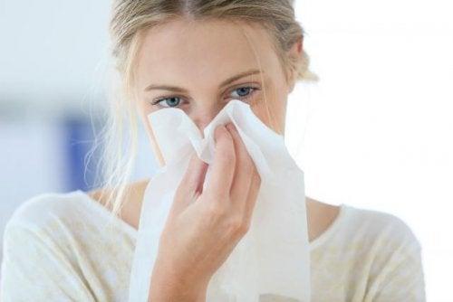 Mulher com congestão nasal
