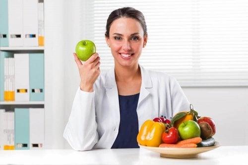 A importância de consultar um especialista para iniciar uma dieta