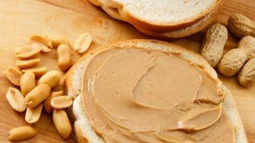 Alimentos baixos em carboidratos: creme de amendoim