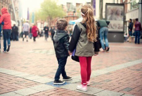 Ensine a uma criança como deve agir caso se perca