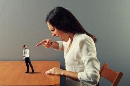 Agressões verbais abaixam a autoestima