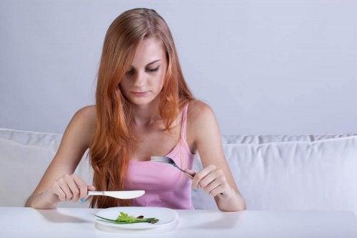 6 desvantagens que dietas extremas trazem