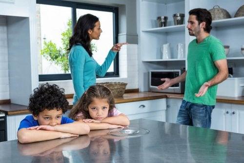 padrasto e madrasta brigando