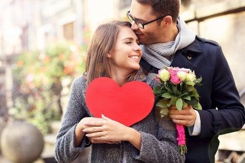 Mulher se apaixonando pelo amor do parceiro