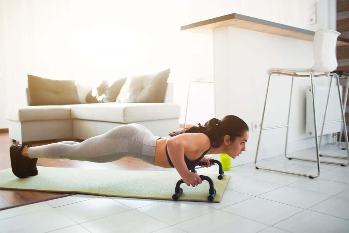 5 exercícios para ter um busto firme
