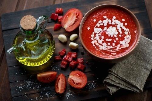 Gaspacho andaluz com azeite