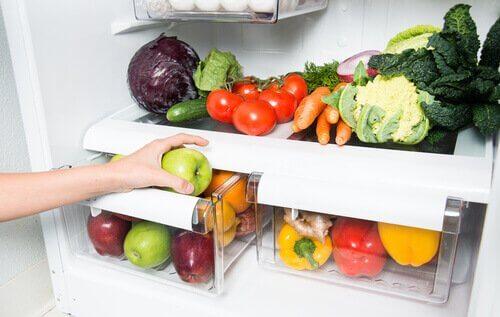 Geladeira organizada com vegetais