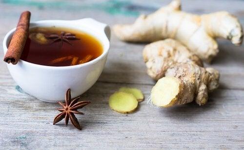 Remédio natural com canela e gengibre para o mau hálito