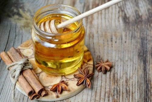 Mau hálito: pode tratá-lo com mel e canela