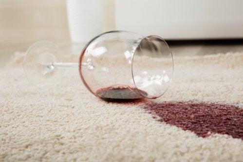 Como remover as manchas difíceis de tapetes