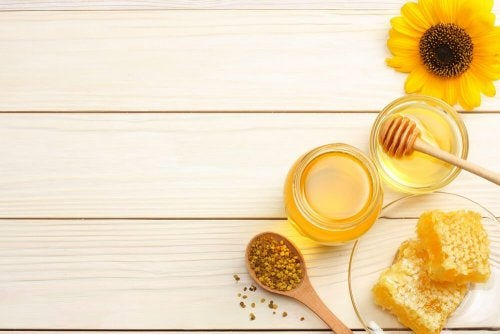 O mel ajuda a curar uma queimadura