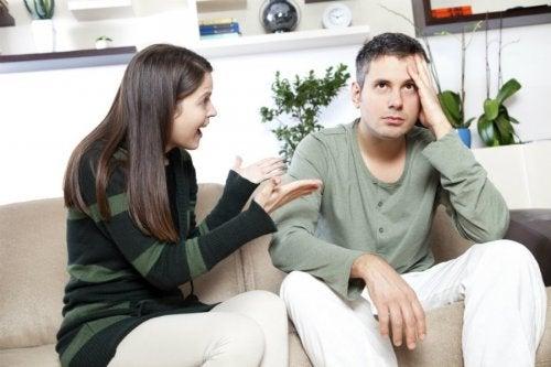 Em um relacionamento tóxico há muitas discusões