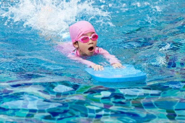 Os melhores conselhos para ensinar seus filhos a nadar