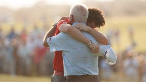 Um abraço pode ajudar a superar um momento difícil