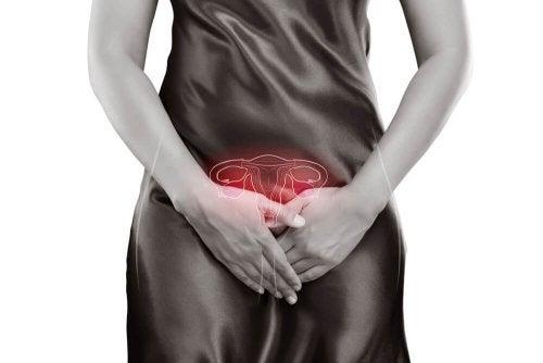 Mulher esperando pela menstruação depois do parto