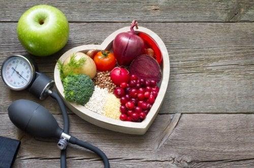 Remédio para o colesterol alto à base de frutas e verduras