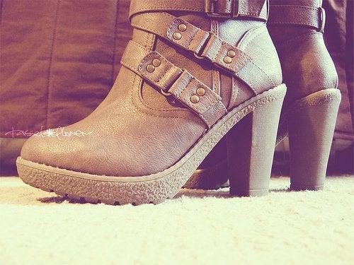 Sapato de saltos altos
