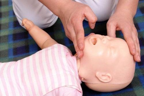 Há aulas que ensinam a reanimar um bebê