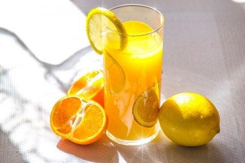 Bebida vegana à base de limão