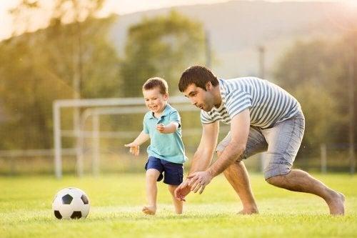 Ser um bom pai implica brincar com os filhos