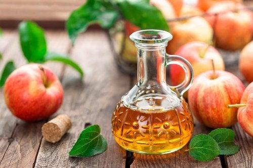 O vinagre de maçã ajuda a desengordurar os móveis