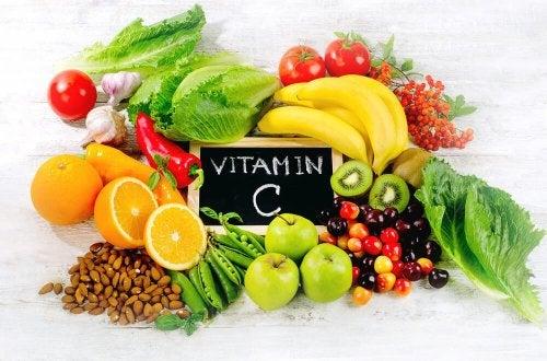 A vitamina C ajuda a definir o abdômen