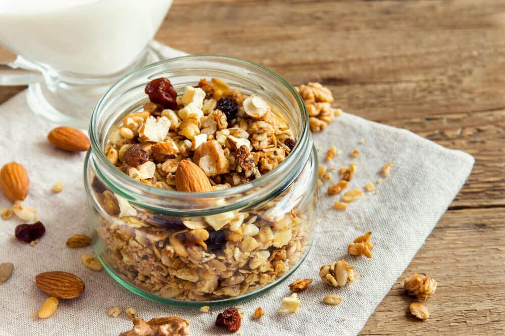 3 receitas de granola caseira com frutos secos