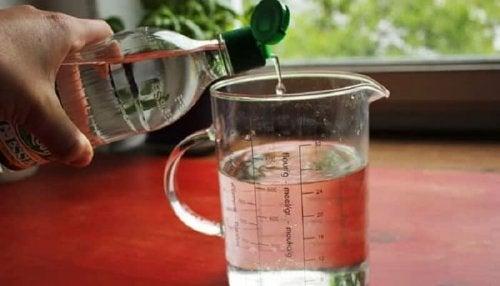 4 soluções alternativas para desentupir a tubulação da cozinha: Vinagre branco, sal e bórax