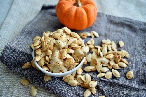 Alimentos para aumentar o magnésio na dieta: sementes de abóbora