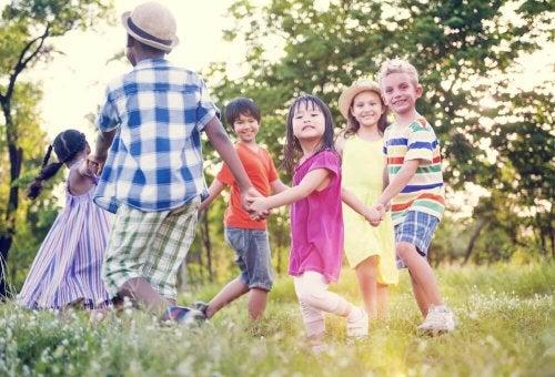 Comoensinar o valor da amizade para as crianças