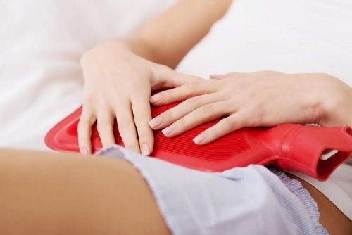 Compressas quentes ajudam a prevenir as cólicas menstruais