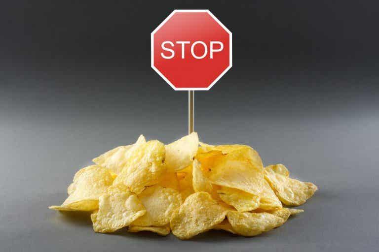 Como a acrilamida afeta sua dieta e como evitá-la