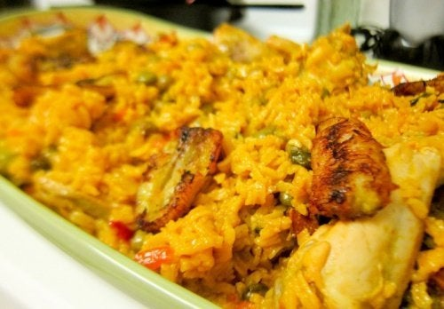 Receita de arroz com frango ao estilo espanhol