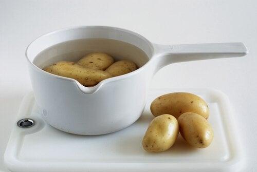 O suco de batata ajuda a neutralizar a azia